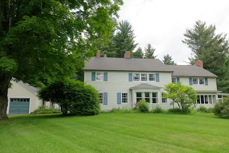 Cornwall Colonial w/ Queen Bedroom - Cornwall - House
