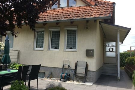 Haus mit Rosengarten