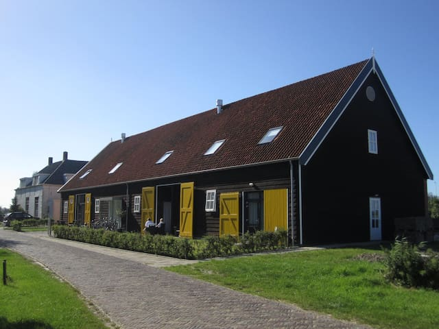 pleasant stay in old barn - Vrouwenpolder - Bed & Breakfast