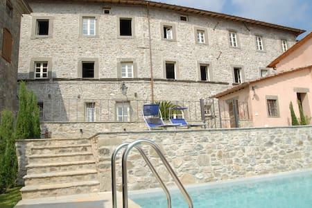 Beautiful Palazzo Giusti from 1567 - Pescaglia