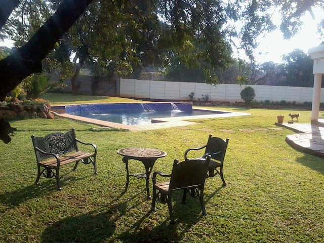 JULES COTTAGE (Self Catering)Central to Everything - Harare - Maison