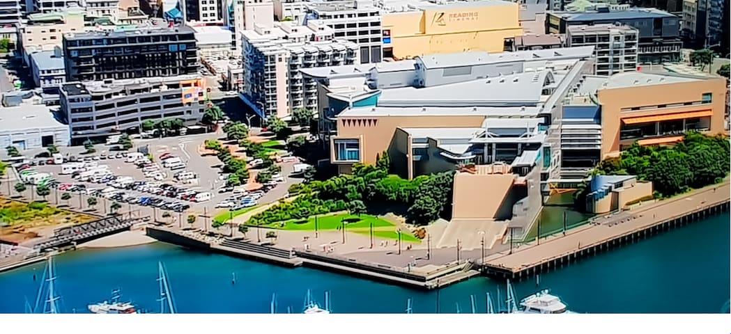 2 min walk to harbour+secure parking