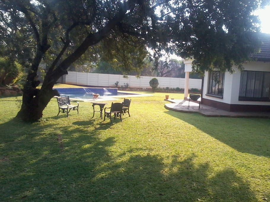The garden is spacious,many areas to relax,we make BBQ Zimbo style join us.