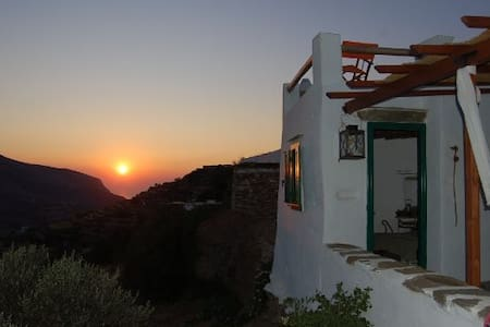 Traditional stone cottage in Sifnos - Ano Petali