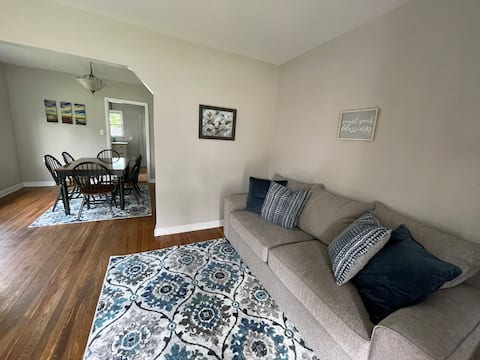 Cozy Home in Madeira with Private Parking & Yard