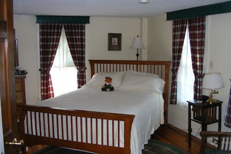 Stewart Room at the Tartan Fox Inn - Swanzey