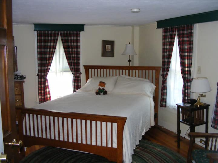 Stewart Room at the Tartan Fox Inn