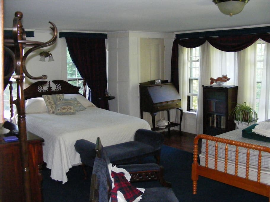 Our Manor room showing the optional twin bed.. not in room when when not needed.