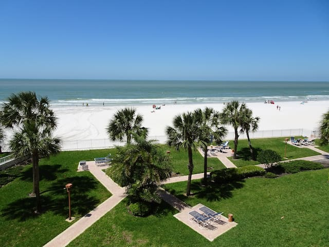 """""""The View"""" Gulf Front Condo w/Resort Atmosphere"""