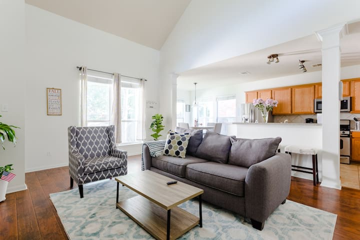 New! Serene & Spacious home for 8; 15 min->Domain