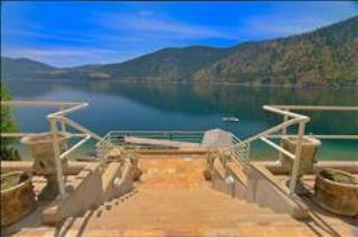 Luxury Waterfront Home on Lake Chelan 4 Bdrm Suite - Manson - House