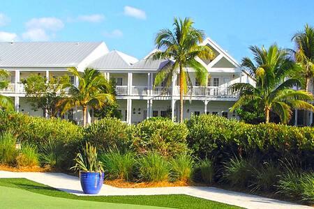 Lux Beachfront December 20th-27th $349