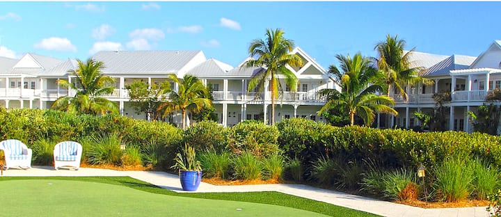 Lux Beachfront December 18th-25th $349