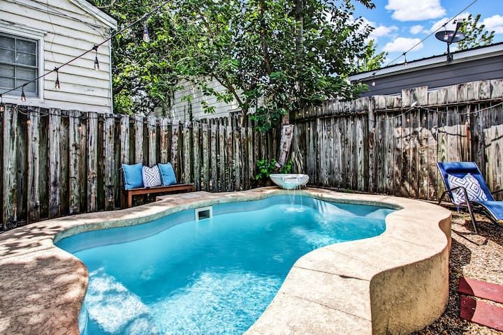 Historic Downtown Savannah Home with Private Pool!