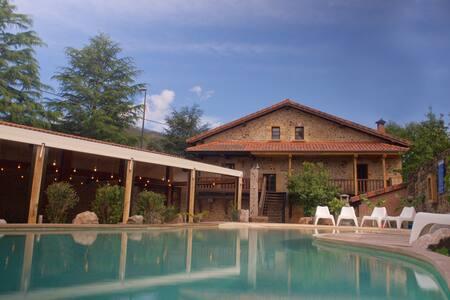 Exclusivo Complejo Turístico - 3 Apartamentos - Barros - Kondominium