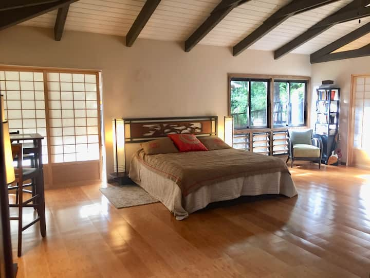 Zen Studio in Bamboo & Rainforest 10 mins to town!
