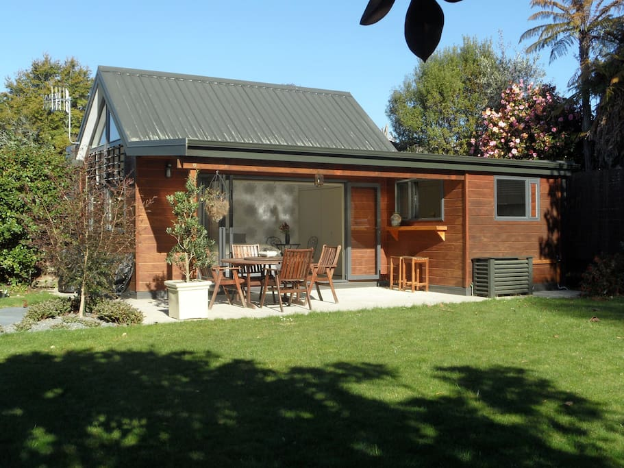 The summer house retreat bed and breakfasts for rent in rotorua bay of plenty new zealand - Large summer houses energizing retreat ...