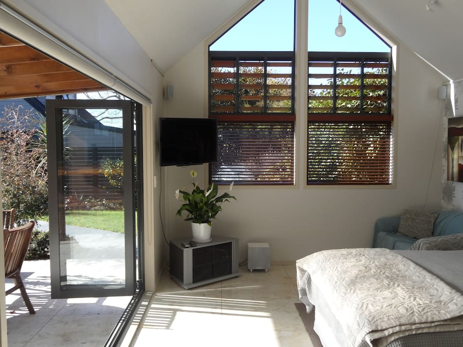 The summer house retreat bed breakfasts for rent in rotorua bay of plenty new zealand - Large summer houses energizing retreat ...