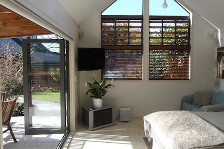 The Summer House Bed and Breakfast  - Rotorua - Bed & Breakfast