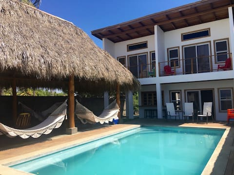Villa Sueños, Gorgeous Brand New Beachfront Home