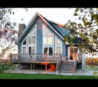 Private Lakefront Cottage in Steep Rock for Rent