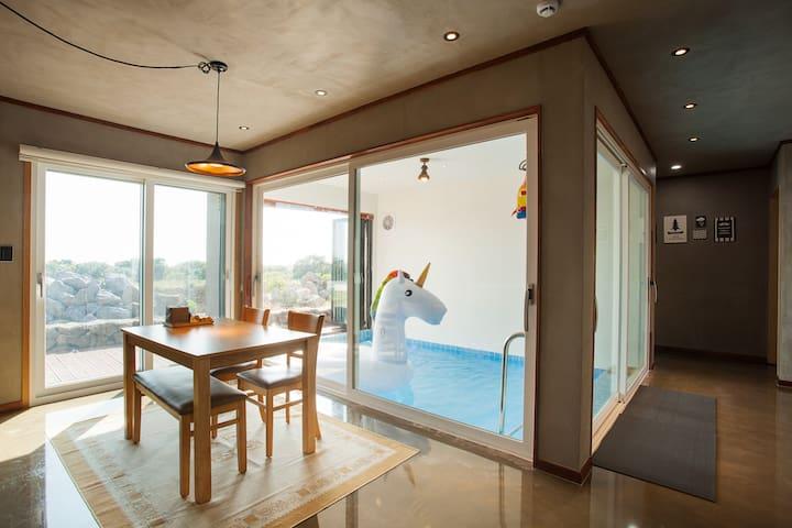 MAVIOSO: Private 2 entire houses w swimming pool