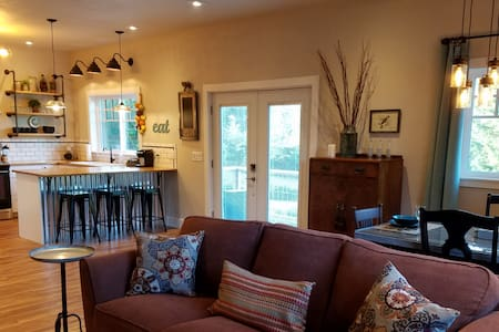 Rustic Chic near Mill Creek and Woodinville - Mill Creek