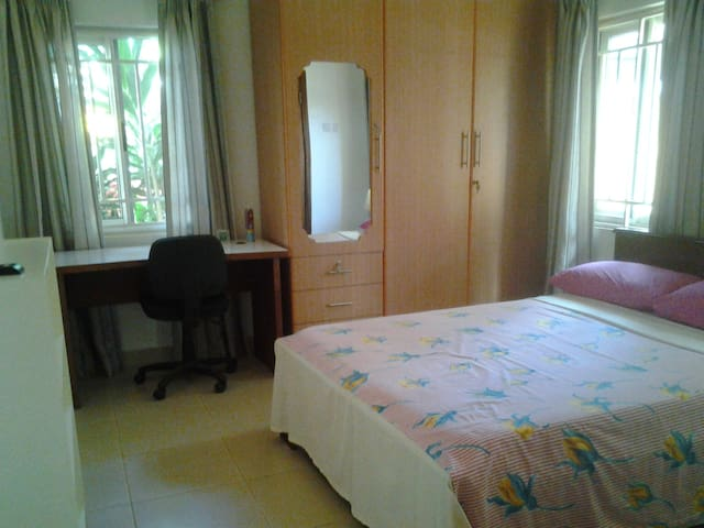En suite room in family home - Accra