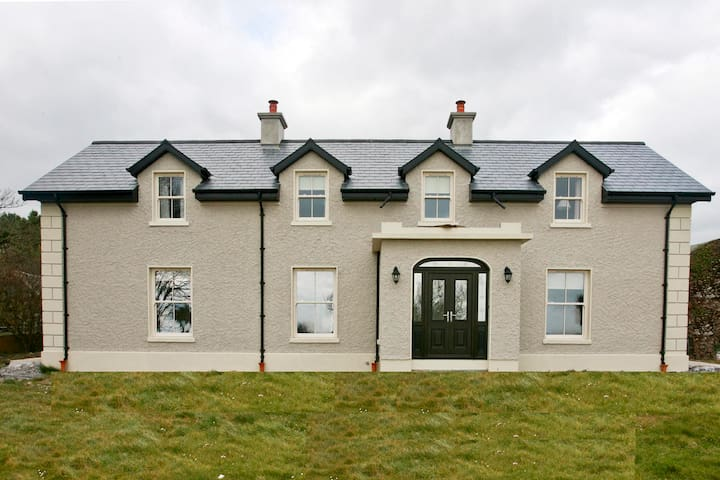 Brownes Farm House - sleeps 12 - seaviews, rural. - Old Parish Dungarvan - House