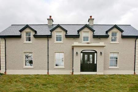 Brownes Farm House - sleeps 12 - seaviews, rural. - Old Parish Dungarvan