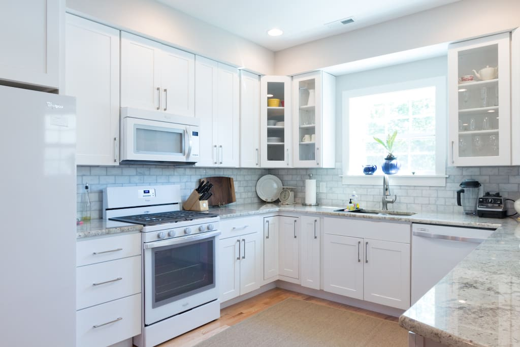 Gourmet kitchen with Gas range and high end applicances.