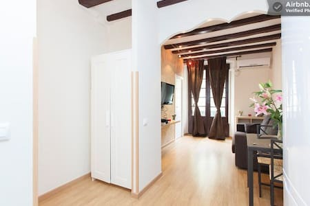 Casa Bonita.Best Area//AC/WiFi - Barcelona