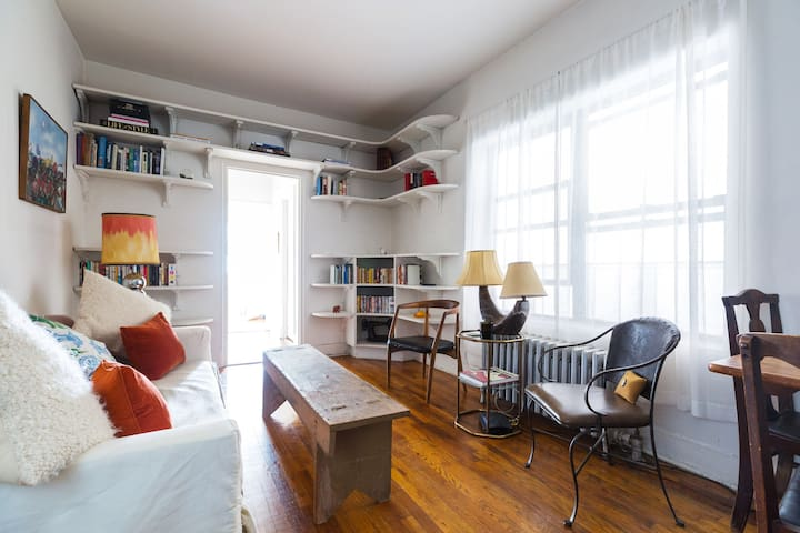 Peaceful 1 Bedroom in the East Village