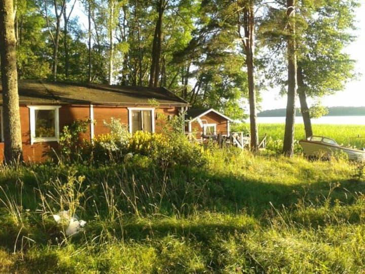 BADTOMT PÅ Ö! 5 HUS & STOOOR BRYGGA