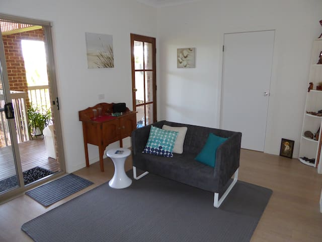 Haven2 - your private studio + deck, close to all! - Merimbula