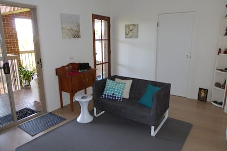 Haven2 - your private studio + deck, close to all! - Merimbula - Apartament