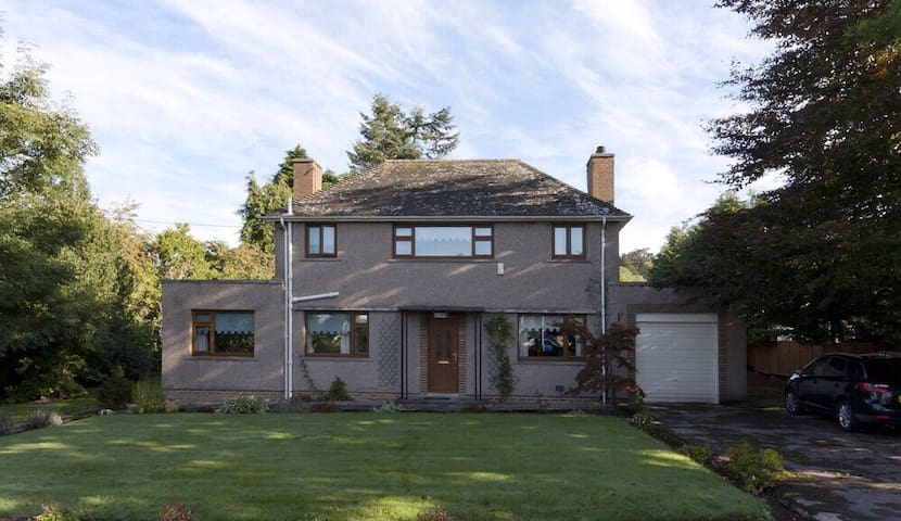 4 Bedroom *Grand Family Home!* Near airport/city. - Aberdeen - House