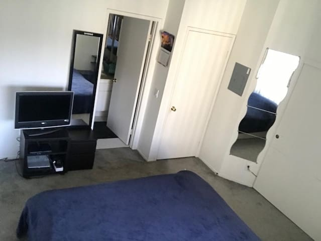 Master bedroom in HB, 20 min walk to the beach