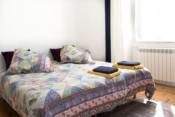 double bedroom 1st floor, twin beds