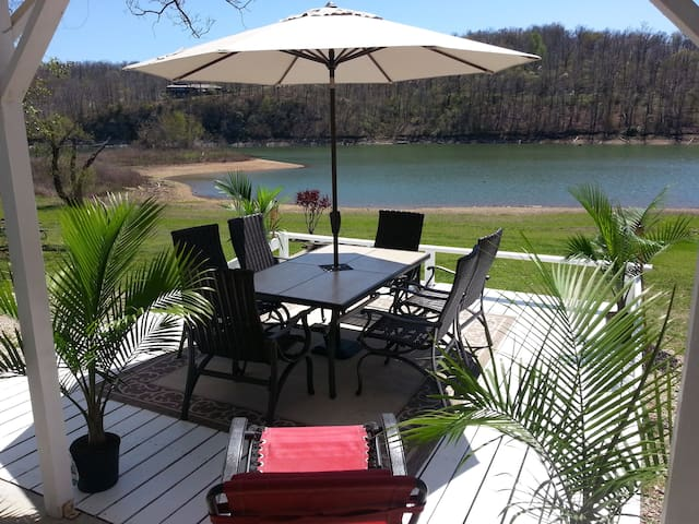 Lakehouse has view like No Other plus Easy Access! - Rogers - Wohnung