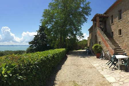 A window over the Trasimeno Lake - Tuoro sul Trasimeno - อพาร์ทเมนท์