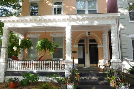 Peaceful retreat in the historic Fan district - Richmond