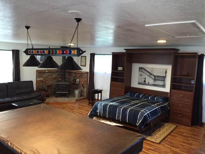 Upper Studio Apartment with Tournament Pool Table