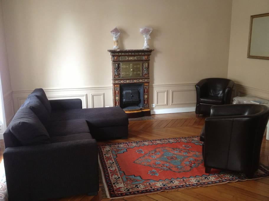 Living room with sofa-bed and 2 armchairs