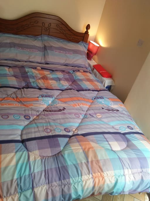 4x6 bed with a comfortable mattress.