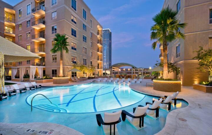 ⭐️ 5 Star Luxury 2 bedroomApartment, Galleria Area