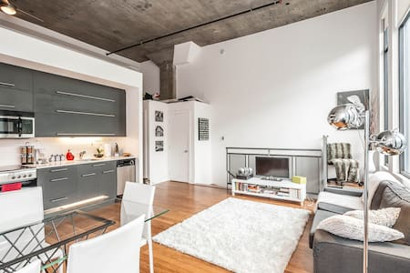 Modern loft minutes from downtown! - Montreal