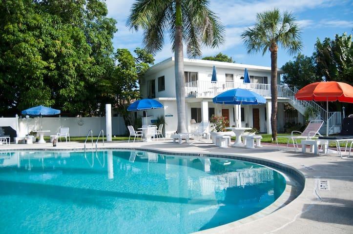 Charming Gulfside Cottage 7 - St Pete Beach - Apartamento