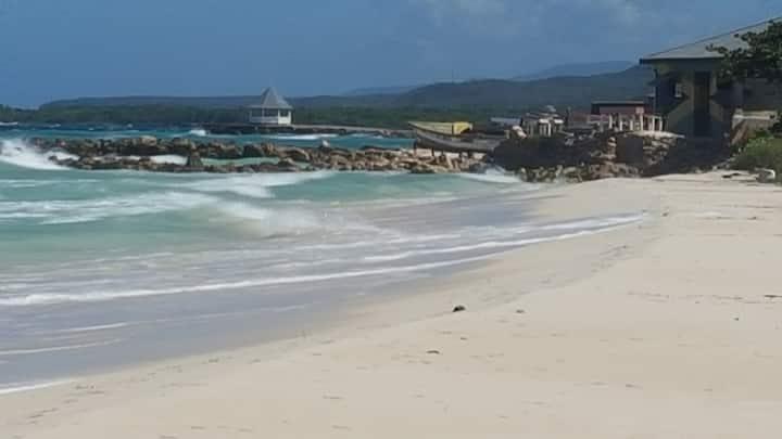 Completely Renovated Seaside Villa - Sea Miracle