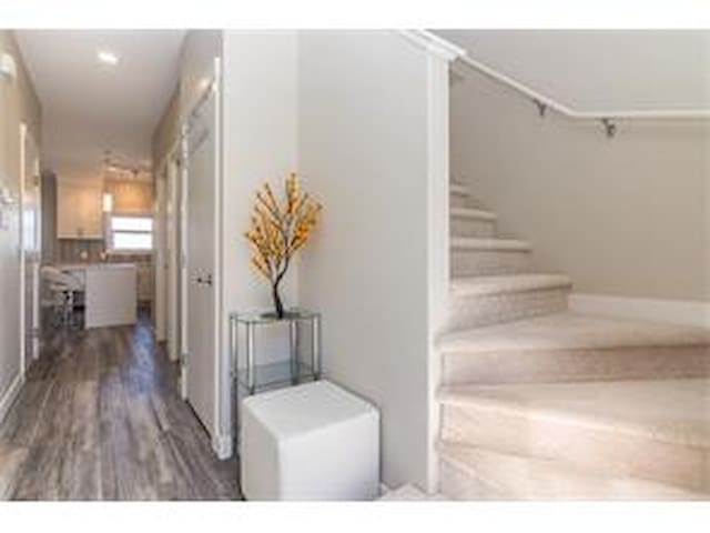 2 bdr townhouse with a great view - Calgary - Apartemen
